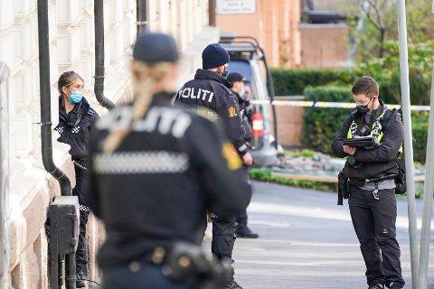 Politi på stedet der en kvinne er bekreftet død etter en skyteepisode på Frogner i Oslo.