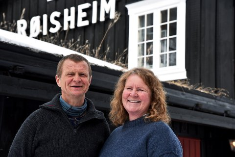 POPULÆRT: Lise Rolland (50) og Kjetil Magnussen (54) tek fatt på sin andre sesong som vertskap på Røisheim.
