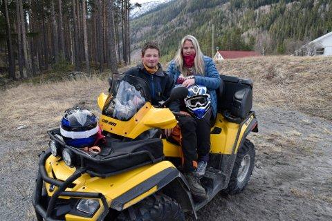 Sander Dahlen (20) og Mari Myrhaugen (20) stilte i 1. mai-kortesje med ATV.
