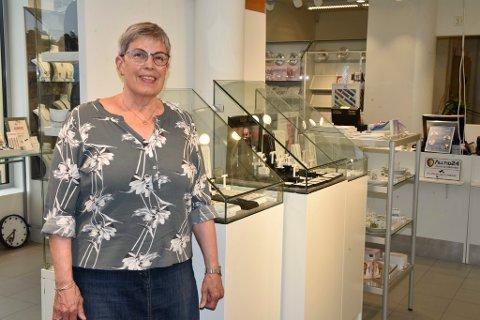Laura Van Meter er en av butikkeierne på Dombås som har fått nye lokaler.