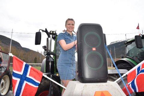 Monika Steinhaugen Plassen ledet traktorparaden i Heidal.