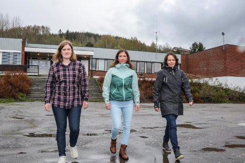 STILLER SPØRSMÅL: FAU ved Åsen skole er kritiske til informasjonen i skoleutredningen som er utarbeidet. Fra venstre: Frida Rogne Kvarberg, Marianne Holm og Ann-Kristin Baardseth