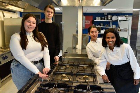Sandra Nilsen, Jørgen Nordfjæren, Soroya Ebrahimi og Abeba Halefom Biadglgn er fire av driverne av Matbætta UB.