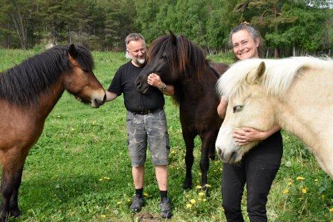 Per Erik og Monica Hjelle skal videreutvikle virksomheten på gården.