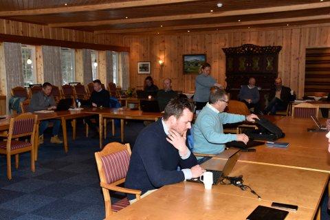 Kommunestyrerepresentant Erland Einbu Wigenstad (nærmest kamera) har meldt seg ut av Dovre Sp.