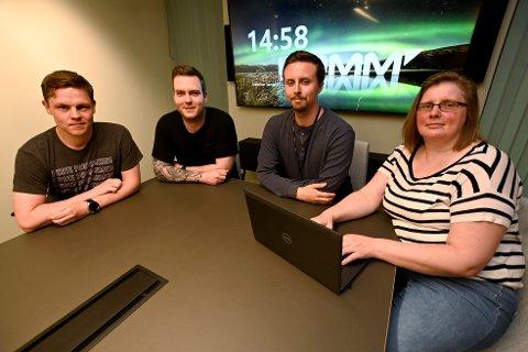 Fire av deltakerne på årets Ikomm Academy. Foran f.v. Marius Kristiansen, Geir Ove Larsen, Michael Høyesveen og Viktorija Nyberg.