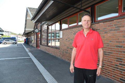 Brøtning med suksess: Geir Magne Andersen har drevet firma i stasjonsbygget i Moelv siden 2002. Det er det trolig ikke så mange som vet.