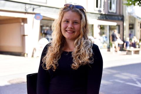 PÅ JENTETUR: Ronja Andersen (17) fra Oslo er på tur i Lillehammer sammen med moren og tanten sin.