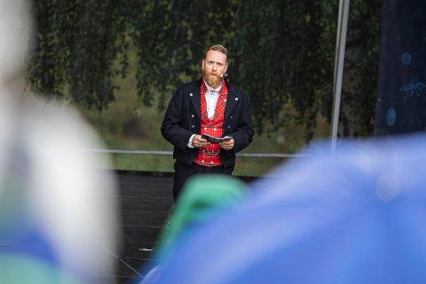 Bjørn K. Sletten åpnet Tusenårsfesten torsdag. Den vil etter planen fortsette fredag og lørdag.