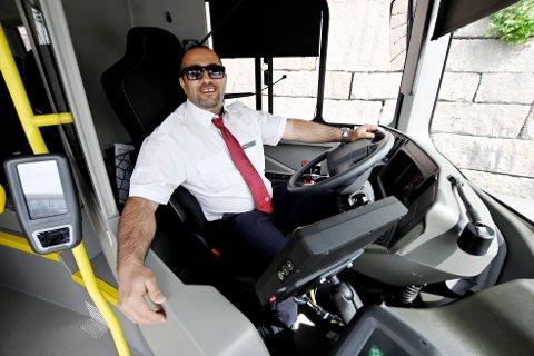 Iyad Abu Rok er en anerkjent filmskaper. Men det er det få av passasjerene på bussen som vet.
