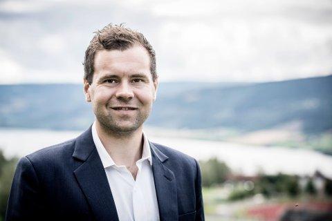 FORKLARER: Nicolai Løland Dolva i Alver Advokatfirma jobber jevnlig med saker knyttet til boligkjøp.