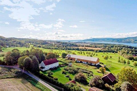 Fjelstad gard på Ring i Ringsaker, der Mjøsen golfbane leier grunn, er solgt.