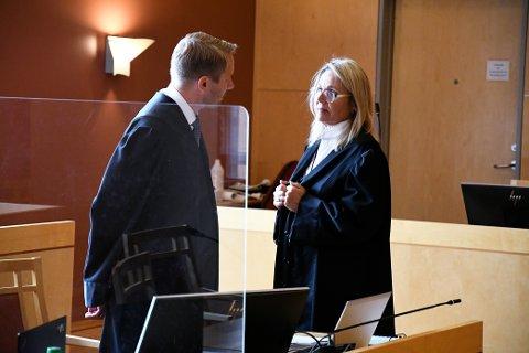 Bistandsadvokat Nina Braathen Hjortdal har vært opptatt av å få fram at offerets familie har hatt det svært vanskelig i tida etter hendelsen. Aktor og statsadvokat Johan Petter Bærland erkjenner at ting har tatt tid.