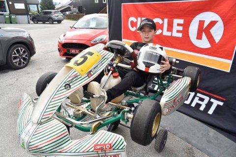 Jan Kongsrud stortrives med motorsport og anbefaler andre å bli med i fartrsfylt idrett.