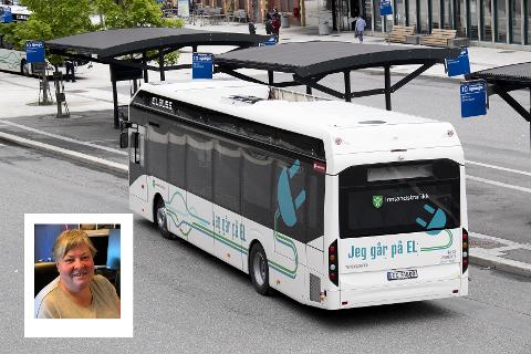 STOPP: Turi Elise Kaus (Sp) og flertallet i Hovedutvalget for samferdsel i Innlandet fylkeskommune sier nei til de foreslåtte kuttene i kollektivtrafikken. - Vi må først ha med kommunene på råd, sier Kaus (innfeldt).