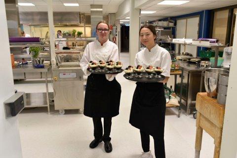 Amalie Henden og Mari Brennhaugen trives godt med studievalget. Når de er ferdig utdannet, blir de ettertraktet arbeidskraft i Gudbrandsdalen.