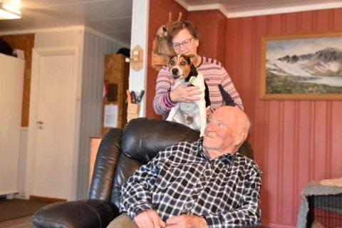 Når campingplassen blir solgt, tar Aud Reidun Øien og Kåre Øien med seg hunden Ivers og flytter til Vinstra.