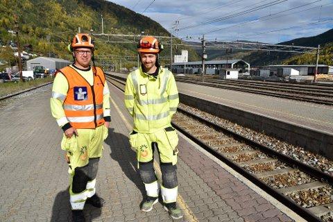 Håkon Haugstulen og Torbjørn Hansen har fått ansvar for noe av arbeidet som skal utføres på Otta stasjon.
