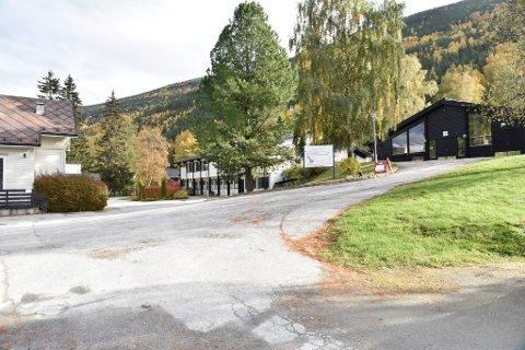 Eiendommen sør for Otta, på til sammen 27.660 kvadratmeter kan bli lagt ut pådet åpne markedet.Det er sju bygninger i forskjellig størrelse på eiendommen.