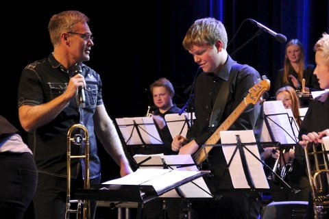 DIRIGENT: Arne Bilden er storfornøyd med at Brandbu skolekorps skal ha konsert med Adam Douglas.