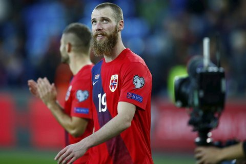 BARBERING: Utenlandske bookmakere spekulerer i om Jo Inge Berget tar skjegget hvis Norge kvalifiserer seg til EM.