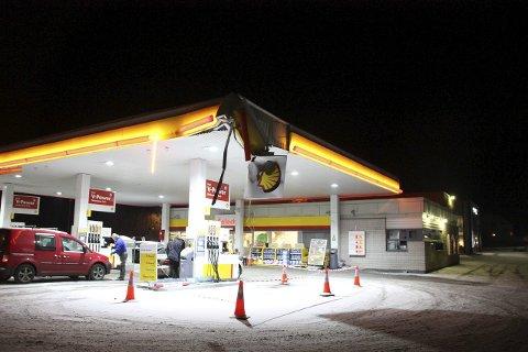 TYDELIG TRØKK: Slik så taket på Shell-stasjoen på Roa ut torsdag morgen.