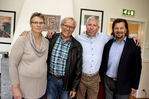 Miljøpartiet de Grønnes Kristin Swärd (til venstre i bildet), ordfører Willy Westhagen (GBL) og Gunnar Schulz (Frp) vil avslutte alle utredninger om privatisering av barnehager. Barnehager på anbud var en del av budsjettavtalen med Rune Meier og Høyre i desember. Bildet er tatt i forbindelse med valget da GBL, MDG og Frp fikk ordfører i Gran med støtte fra Høyre. Høyre var ikke med på en politisk avtale.