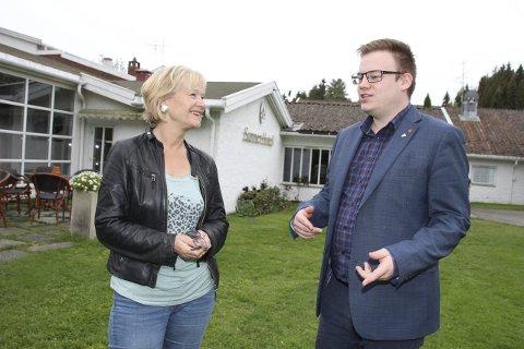 UTFORDRET: Randi Eek Thorsen, ordførerkandidat for Gran Ap, var fornøyd med svaret hun fikk fra toppkandidaten for Oppland Ap, Even Aleksander Hagen, på spørsmål om skoleutbygging.