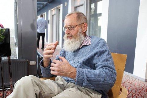 VRED OM BREDBÅND: Lars Velsand, tidligere stortingspolitiker og tidligere styreleder i Hadeland energi, reagerer på at bredbåndsprodukter fra Fiber1 fjernes til fordel for en dyrere - om enn bedre - løsning.
