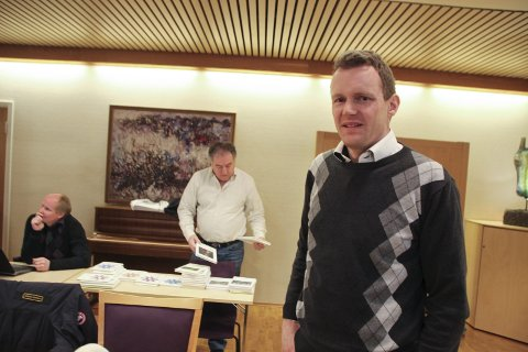 Ånden ut av flasken: Pål-Arne Oulie (Sp) trakk fram skolestruktur i kommunestyret torsdag. Han ville helst ha «ånden tilbake i flasken».