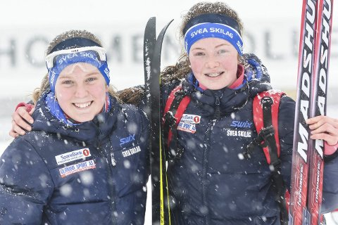 FORNØYDE MED DEBUTEN: Helena Vesteng og Oline Meli fra Svea Skilag