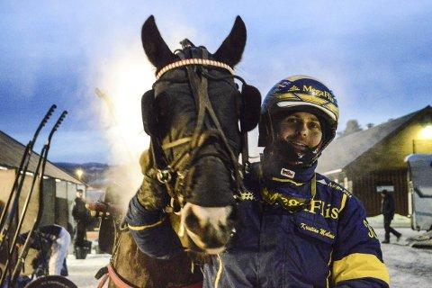 PURKETE: Bleikli Faksa og kusk Kristian Malmin tok sin andre strake seier på Biri fredag kveld. Foto: Øystein Edvardsen