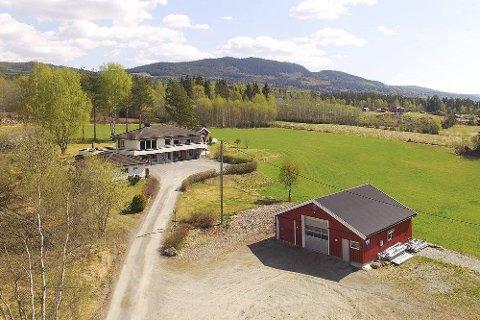 MILLIONØKNING: Etter budrunde gikk dette småbruket i Moen til ny eier for nesten en million kroner over prisantydning. Foto: Eiendomsmegler1.