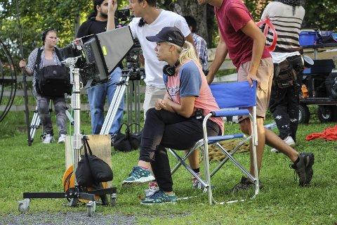 Filminnspilling: Ingrid Stenersen spilte inn kortfilmen «Tre dalmatinere» Hadeland. Det er mange lokale skuespillere og statister med i filmen.