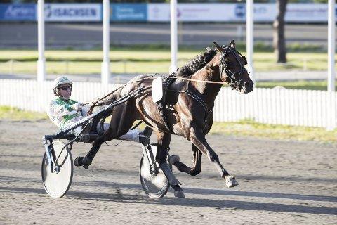 KAN VINNE: Phantasm Soa jakter sjekken på 400.000 kroner på Biri lørdag. Foto: Hesteguiden. com