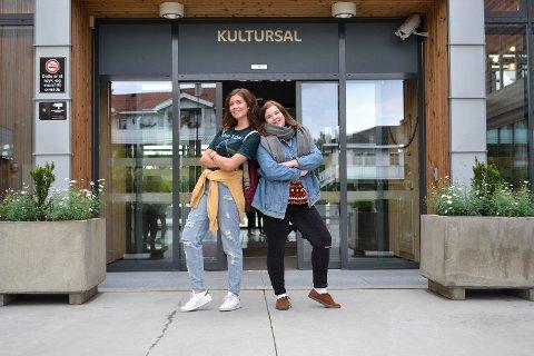 Spente: Ebba Vik (18) og Iselin Granheim (18) gleder seg til sitt siste år på Hadeland videregående skole.