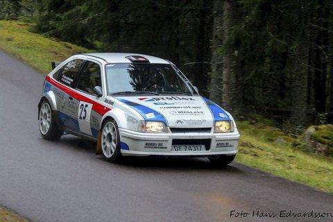 SEIER: Lars Morten Berntsen og Leif-Arne Neset sørget for totalseier i et rally i Sverige. De kjørte en Kadett GSI.