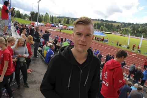 ROS: Filip Ingebrigtsen synes det var fin stemning på NM-arenaen i Brandbu. Han fikk se lillebror Jakob ta både gull og sølv. Foto: Atle Nielsen.