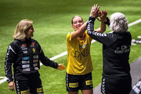 MER JUBEL: Marte Berget har funnet høstformen på LSK. Trener Hege Riise (til venstre) er fornøyd og håper på Berget-mål i onsdagens bortekamp mot Brøndby i Champions League. Foto: Romerikes Blad