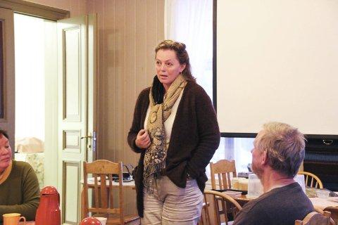 Oikos-møte. Tidligere rektor ved Sogn jord og hagebruksskule, Maria Bjune, nå bosatt på Hadeland.