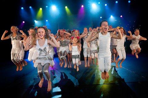 LIVSGLEDE: Superbarna viser en stor glede som smitter over på publikum. Pressefoto