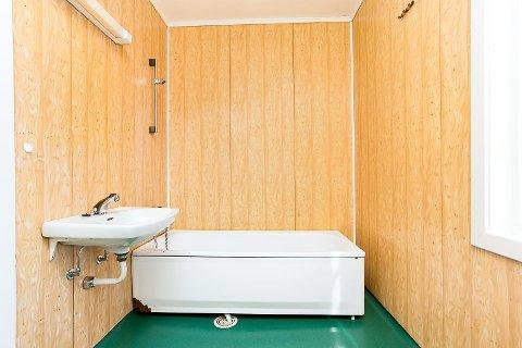 ELDRE MODELL: Badet i presteboligen er ikke av nyere dato.
