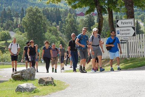 STORT FØLGE: Det var et stort følge som gikk fra Kittelsruddalen og til Granavollen.