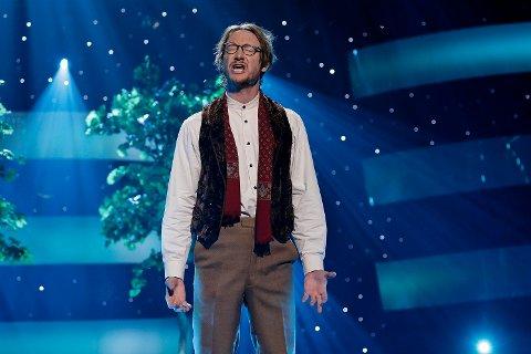 """FORELSKET BONDEGUTT: Douglas hadde ingen problemer med å få med seg publikum da han framsto som forelsket bondegutt og sang """"Unva Furtiva Lagrima""""."""