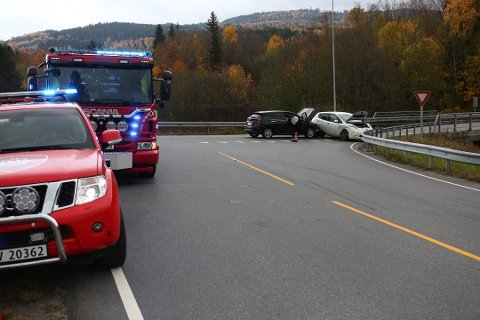 KRYSS: Trafikkuhellet skjedde i krysset i bunnen av Olumslinna. Foto: Ole Edvin Tangen
