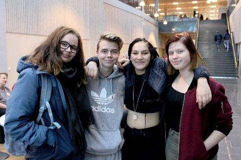 USIKRE PÅ ÅRETS SAK: Fra venstre: Sarah Kornberg, Theodor Tangen, Karoline Sand og Nina Wühn.