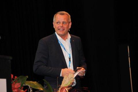 TROX AURANOR: Peter Sønderskov under Hadelandskonferansen.