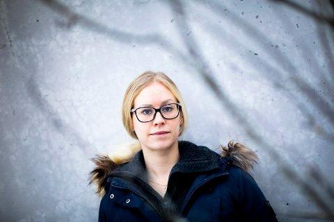 GJELDSSLAVE: Janne Lundhaug har en gjeld på over to millioner kroner etter at ekssamboeren tok opp forbrukslån i hennes navn. Nå kjemper hun en innbitt kamp mot kreditorene.