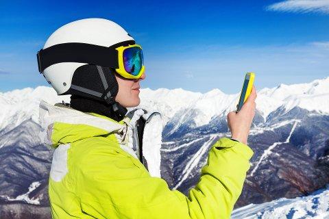 BRUK HODET: Det er fort gjort å miste mobilen om du snapper fra stolheisen. Slikt tap dekkes ikke av forsikringen.