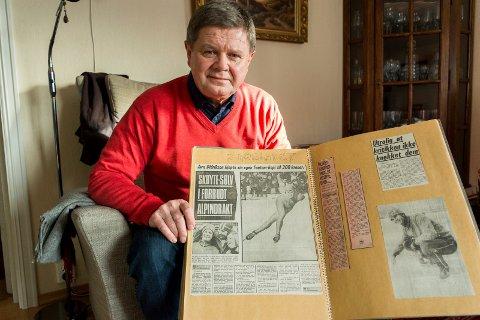 Jørn Didriksen med en velfylt utklippsbok fra OL-dagene i 1976.